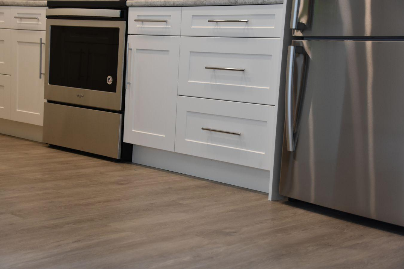 06-new-home-hardwood-and-luxury-vinyl-project-kelowna-bc-lv3